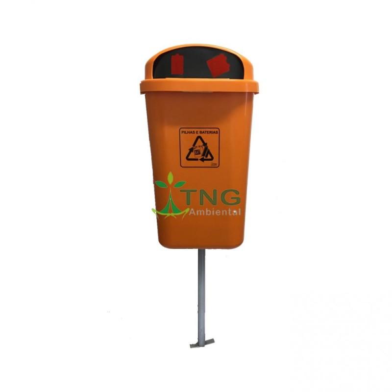 Coletor de pilhas 50 litros em plástico fixado no suporte