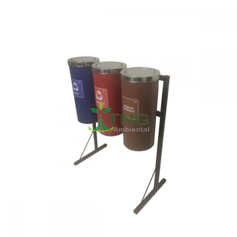 Conjunto com 03 lixeiras para coleta seletiva em plástico com tampa flip-top em aço inox 25 litros cada